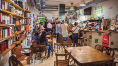Rufassa es el barrio más cosmopolita de Valencia, joven y poblado por gente de todas partes. Famoso por su mercado, todo un emblema arquitectónico, ahora también es conocido por sus restaurantes, tiendas y galerías de arte    Ubik Café © Gonzalo Azumendi