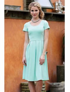 How perfect of a mint is this dress?! The fit is so simple but so flattering! Our best selling dress!