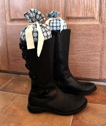 Boot Shapers, I shall be making some, my boots need them...badly!