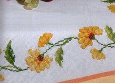 sarı çiçekli etamin örtü modeli