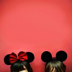This image is an example of Analogic Code. The ears worn on both of the individuals heads have comparison to Disney's Mickey and Minnie Mouse. Minnie always wears a big bow in the middle of her ears, and Mickey embraces simplicity. Disney Dream, Disney Love, Disney Magic, Disney Stuff, Walt Disney World, Disney Pixar, Disney Bound, Disney Animation, Desu Desu
