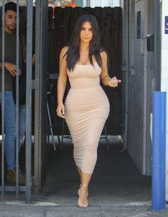 Kim Kardashian, his most beautiful sexy pictures. Discover an extraordinary woman!Kim Kardashian in in a beautiful dress that reveals its forms © Photo sous Copyright Kourtney Kardashian, Kim Kardashian Wedding, Kardashian Fashion, Kardashian Nails, Kardashian Jenner, Kim Kardashian Style 2016, Kardashian Workout, Kardashian Photos, Kendall Jenner Outfits