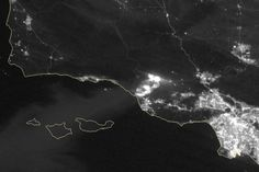 Fast-Moving Fire Sweeps Through Ventura County : Image of the Day : NASA Earth Observatory