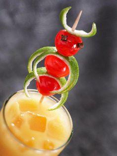 Cocktail de primavera, fashion drink, orange cherry, Despedida de Soltera www.PiensaenChic.com