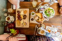 Brunch. Canon EOS-1D X, Canon EF 16-35mm f/2.8L II USM. © Jim Fisher