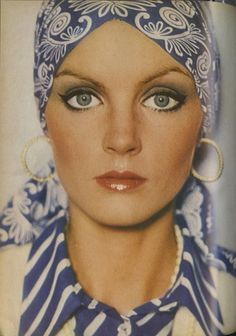 Photo by David Bailey from Vogue UK. You can still copy this vintage look with scarves from Bohemia. Vogue Uk, Vogue Photo, Vintage Makeup, Vintage Beauty, Retro Makeup, 70s Hair And Makeup, Makeup Lips, Style Année 70, 1970 Style