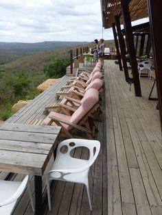 Der Hluhluwe-iMfolozi-Park in Südafrika ist der älteste Nationalpark Südafrikas und liegt ca. 280 km von Durban enfernt. Er ist ca. 960 km² groß und liegt im Zululand. Was wir dort erlebt haben und welche Lodge besonders schön ist, erfahrt Ihr in unserem Blogpost. südafrika, südafrikareise, safari südafrika, hluhluwe, hluhluwe nationalpark, rhino rich safari lodge, nashorn, big five Zulu, Garden Route, Outdoor Furniture, Outdoor Decor, Sun Lounger, Rhinoceros, Cape Town, Longing For You, Travel Advice