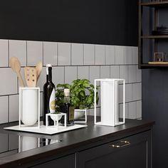Har du set By Lassen's seneste nyhed? NEW! By Lassen Roll'in Køkkenrulleholder - findes i sort og hvid og forventes på lager til november. Kubus køkkenrulleholder i et elegant og minimalistisk design, som vi kender det fra Kubus kollektionen. FORUDBESTIL DIN ALLEREDE NU #bylassen #musthave#luxoliving #kubus #myluxoliving #luxolivingdk #kubusrollin #bolig #boligindretning #interiør #design #skandinaviskdesign