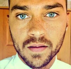 Jesse Williams is best known for playing Dr Jackson Avery in Grey's Anatomy and also because he has the most piercing eyes ever (ok, m. Jackson Avery, Jesse Williams, Grey's Anatomy, Black Is Beautiful, Beautiful Eyes, Gorgeous Men, Amazing Eyes, Hello Gorgeous, Beautiful Freckles