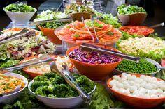 Para acompanhar o bom e tradicional arroz com feijão e a mistura ou mesmo para aquele prato mais light de peixe grelhado com batata, a salada é um acompanhamento universal e delicioso. E fica ainda melhor se for servido com um molho diferente e sofis - Veja mais em: http://www.vilamulher.com.br/receitas/entradas/molhos-para-saladas-sofisticadas-17064.html?pinterest-mat