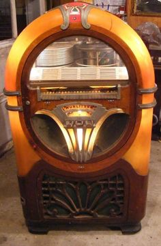 Rockola historical images and facts (? Art Nouveau, Art Deco, Music Machine, Slot Machine, Machine Video, Jukebox, Vintage Music, Vintage Box, Vintage Stuff