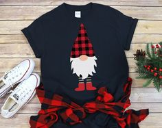 Xmas Shirts, Vinyl Shirts, Cute Shirts, Cute Christmas Shirts, Christmas Gnome, Christmas Pajamas, Ideias Diy, Cricut Creations, Diy Shirt
