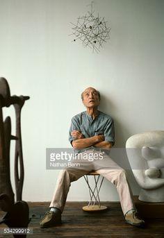 ストックフォト : Isamu Noguchi sitting on stool