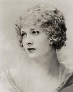 Captivatingly gorgeous silent movie starlet Esther Ralston in the 1920s. She was so stunning looking!