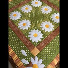 Table Runner And Placemats, Table Runner Pattern, Quilted Table Runners, Quilting Projects, Sewing Projects, Applique Quilt Patterns, Summer Quilts, Quilted Table Toppers, Flower Quilts