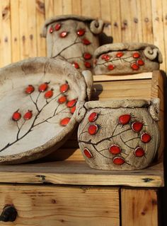 Inexpensive, elegant and versatile, pottery is a worthwhile addition to your home, and you should definitely consider getting some for your interior design project. Pottery is used to decorate diff… Hand Built Pottery, Slab Pottery, Pottery Mugs, Pottery Bowls, Ceramic Pottery, Pottery Art, Ceramics Projects, Clay Projects, Clay Crafts