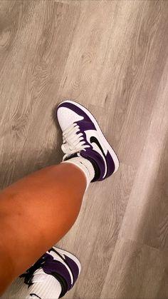 Cute Sneakers, Jordans Sneakers, Shoes Sneakers, Air Jordans, All Nike Shoes, Hype Shoes, Jordan Shoes Girls, Girls Shoes, Estilo Fitness