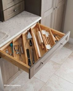55 Smart Small Kitchen Organization and Tips Ideas - Image 33 of 55 A smart kitchen design layout can make any gourmet feel right at home cooking in cramped quarters. Case in point: the ga Smart Kitchen, Best Kitchen Cabinets, Diy Kitchen Storage, Kitchen Cabinet Organization, Kitchen Cabinet Colors, New Kitchen, Kitchen Decor, Cabinet Ideas, Organization Ideas