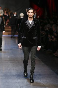 Image from http://www.newfashioncorner.net/wp-content/uploads/2015/01/Dolce-Gabbana-Men-Winter-Dresses-Collection-2016-18.jpg.