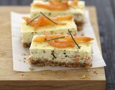 Cheesecake au saumon fumé et fromage Carré Frais 750 grams offers this cooking recipe: Cheesecake with smoked salmon and fresh cheese. Cheesecake Salgado, Cheese Recipes, Cooking Recipes, Cheese Food, Xmas Food, Appetisers, Smoked Salmon, Food Photo, Finger Foods