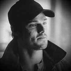 that scar and baseball cap! gets me every time! Never seen a sexier scar. So sad it isn't real. Vincent Keller, Jay Ryan, Cute Actors, Most Beautiful Man, Burlesque, Beauty And The Beast, Kinky, Actors & Actresses, Photo Art