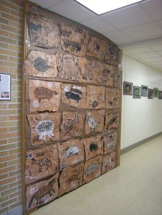 Make Stone Age animal prints Teaching History, Teaching Art, Archaeology For Kids, Stone Age Art, School Displays, Ecole Art, Art Lessons Elementary, Iron Age, Indigenous Art