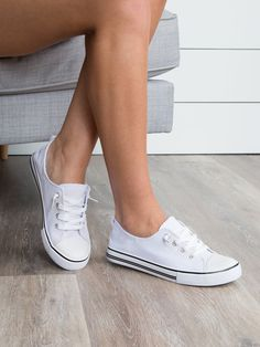 These sneakers are a trendy update on the classic low-top style. With the perfect neutral hue, you'll be able to transition these through seasons and your wardrobe with ease! White Laces Elastic D Vans Sneakers, Chuck Taylor Sneakers, Sneakers Fashion, White Slip On Sneakers, Slip On Tennis Shoes, Zapatillas Casual, Adidas, Cute Shoes, Girls Shoes