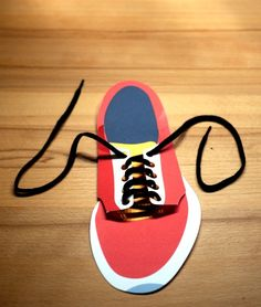 Free printable: Paper shoe for learning how to tie shoelaces