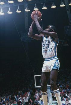 The shot that made his name Michael Jordan Unc, Michael Jordan North Carolina, Michael Jordan Pictures, Michael Jordan Basketball, Jordan 23, Basketball Legends, Basketball Players, College Basketball, Nba Players