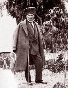 Atatürk, 1923 yılında Tarsus şelalelerinde...
