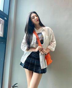 Fotoğraf - Google Fotoğraflar Fashion Tag, Daily Fashion, Girl Fashion, Seulgi, South Korean Girls, Korean Girl Groups, Joy Instagram, Park Sooyoung, Red Velvet Joy