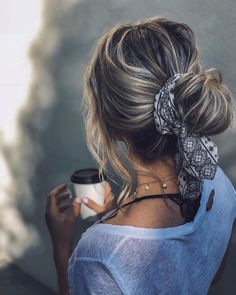 Espectacular rizos atados … ➰ Peinados für pelo rizadoPeinados für … … - My CMS Headband Hairstyles, Pretty Hairstyles, Easy Hairstyles, Hairstyles With Scarves, Cute Everyday Hairstyles, Bridal Hairstyle, Casual Hairstyles, Hairstyle Ideas, Wedding Hairstyles