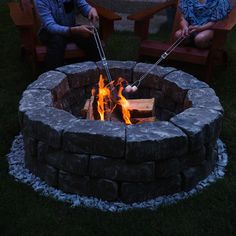 Give your backyard a makeover with one of these warm and cozy DIY fire pits. From cheap and easy portable fire pits to in ground fire pits for large areas, there are plenty of outdoor ideas for every size, style and budget. Garden Fire Pit, Fire Pit Backyard, Backyard Patio, Backyard Landscaping, Landscaping Ideas, Outside Fire Pits, Cool Fire Pits, Fire Pit Wall, Diy Fire Pit