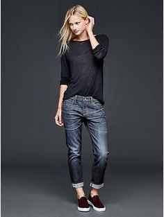 50 manieren om jeans te dragen Jeans, sweater and sneakers outfit what to wear with baggy Casual Fall Outfits TSpring outfits in schwa Mode Outfits, Fall Outfits, Casual Outfits, Fashion Outfits, Jean Outfits, Sneakers Fashion, Casual Jeans, Gap Outfits Women, Tomboy Jeans