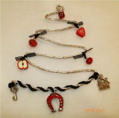 ΓΟΥΡΙΑ Christmas Time, Christmas Crafts, Xmas, Christmas Ornaments, Flora, Arts And Crafts, Charmed, Bracelets, Jewelry