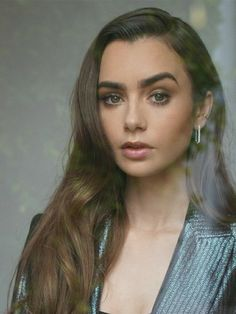 Celebrity Crush, Celebrity Style, Lily Collins Style, Thing 1, Famous Celebrities, Photos Of Women, Interesting Faces, Robert Pattinson, Sweetie Belle