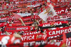 Jogadores do Benfica festejam 34º título no balneário