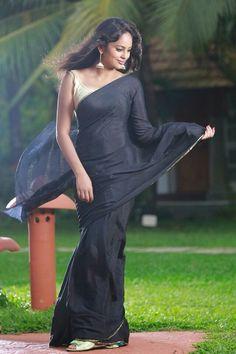 Beautiful Women Over 40, Beautiful Women Pictures, Beautiful Girl Indian, Beautiful Saree, Beautiful Indian Actress, Gorgeous Hair, Beautiful Actresses, Bollywood Designer Sarees, South Indian Actress Hot
