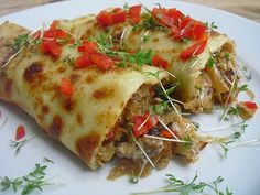 Spicy stuffed pancakes, a nice recipe from the pig category. German Meat, Lithuanian Recipes, Getting Hungry, Wrap Sandwiches, Crepes, Lasagna, Spicy, Pancakes, Brunch