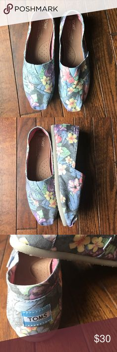 Classic faded tropical TOMS Never been worn, classic style TOMS, faded tropical print TOMS Shoes Flats & Loafers