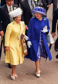 Queen Elizabeth II and Princess Margaret attend The Royal Ascot race meeting on June 20 1996 in Ascot United Kingdom
