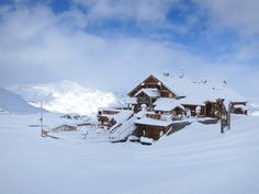21.11.2014 | Thanks to recent heavy snowfalls, Val Thorens will be opening this weekend. There is 40cm in resort, and a very skiable 60cm of powder up top (3,200m).