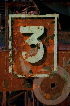 3 sur une loco  david-david-studio.com