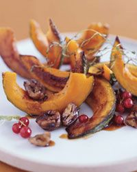 Roasted Squash with Chestnuts and Pomegranate A drizzle of tangy pomegranate molasses makes this oven-roasted squash, an archetypal fall recipe, more exotic. Plus: More Vegetable Recipes and Tips Oven Roasted Squash, Butternut Squash Bread, Acorn Squash, Veg Dishes, Vegetable Side Dishes, Vegetable Recipes, Main Dishes, Pomegranate Recipes, Pomegranate Molasses