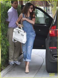 b48a01625a22 Selena Gomez arriving at the Sunset Tower Hotel in West Hollywood