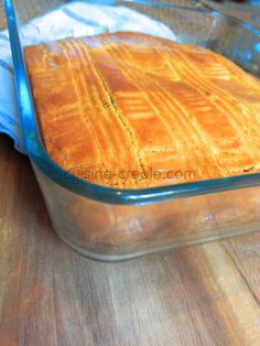 Here's a typical filling cake… looking like a Breton or Basque cake. It is stuffed with coconut jam, but you can vary with banana jam, guava… ** you can do without the egg for an even more compact cake, like at the time * * For a mold of … Lemon Desserts, Easy Desserts, Dessert Recipes, Homemade Cake Recipes, Baking Recipes, Basque Cake, Coconut Jam, Banana Jam, Haitian Food Recipes
