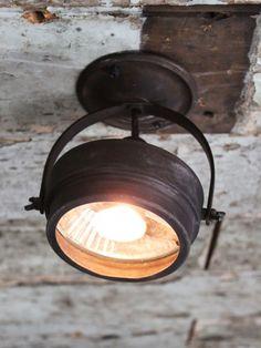 Industrial adjustable spotlight