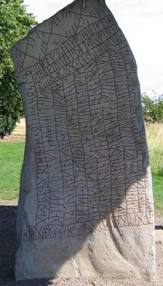 La piedra de Rök, estela rúnica medieval.