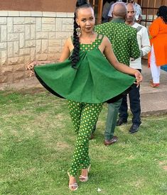 Renys Wedding traditional outfits for African Women - Reny styles Couples African Outfits, African Dresses For Kids, African Attire, African Wear, African Women, Couple Outfits, African Fashion Ankara, African Print Fashion, Africa Fashion