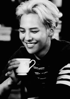 G-Dragon || You make that cup of coffee looks delicious :9